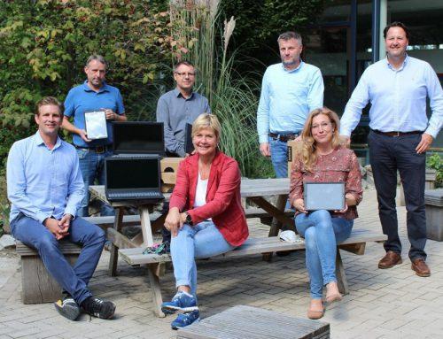 FÜR CHANCENGLEICHHEIT SORGEN Neue Laptops und Tablets für Schulen in Bad